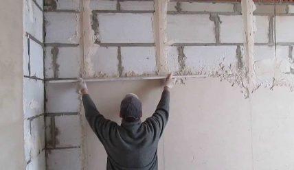 Cómo enlucir paredes con yeso – 9 pasos básicos.