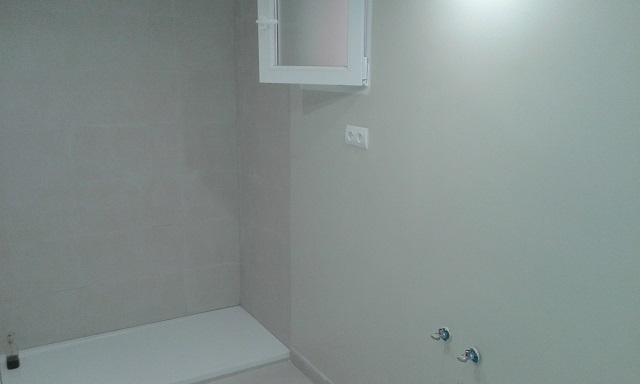 C mo eliminar el moho en el cuarto de ba o reformaster - Limpiar azulejos bano moho ...