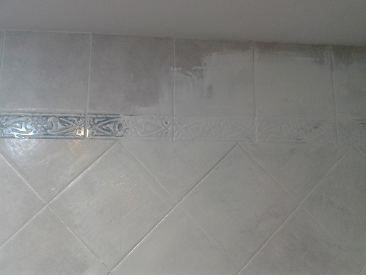 C mo pintar azulejos para renovar la decoraci n reformaster for Como limpiar el suelo de gres para que brille