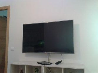 c mo colgar el televisor en la pared de pladur reformaster