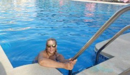 Cómo purificar agua en la piscina
