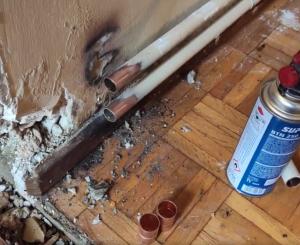 Cómo soldar la tubería de cobre con fuga de agua.