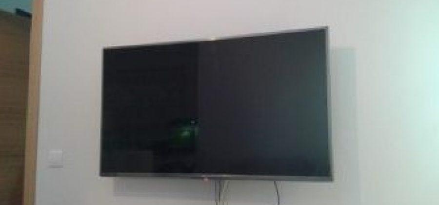 Cómo colgar el televisor en la pared de pladur